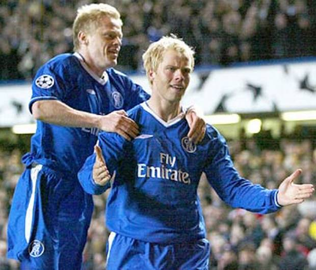 delight-gudjohnsen-and-damien-duff-celebrate-the-opening-goal
